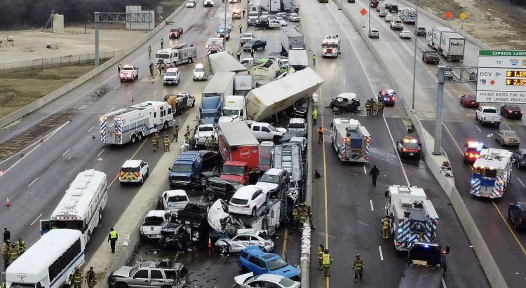 5 Dead In Texas 100  Vehicles Collision